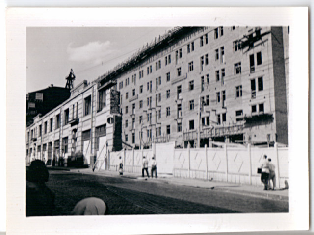 31.07.1938 — Moscow. Re-building. New building behind old to widen street.