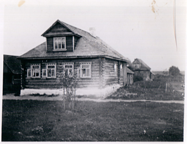 30.07.1938 — Russia. Near Pushkin. Typical Peasant home